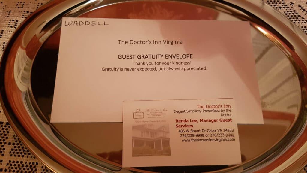 מעטפה עם כרטיס ביקור